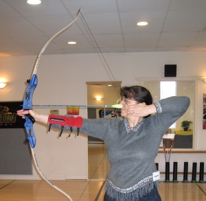 Miriah Hetherington learning to use a bow